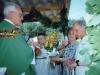 1994 m. Kun. Stasį Šileiką SDB sveikina Alfredas Guščius  ir Zofija Valiukevičienė