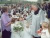 1994 m. Pirmosios Komunijos šventė. Su kun. Izydoru Sadowsku SDB