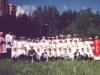 1994 m. Po pirmosios Komunijos su kun. Zenonu Navicku ir kun. Izydoru Sadowsku (su arnotu)
