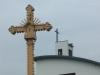 Kryžius prie bažnyčios, pašventintas 2004 m. birželio mėn. 12 d. Autorius Petras Šimkus.