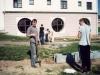 2000 m. Darbas prie koplyčios. Kun. Jacek Paszenda SDB  su jaunimu