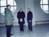 1996 m. rugpjūčio 12 d. vyriausiasis rektorius kun. Edmundo Vecchi SDB su kunigais Pranu Gavėnu SDB ir Izidoriumi Sadausku SDB apžiūri koplyčią