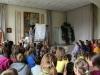 Vaikai atsidėkodami gieda ministrui giesmę