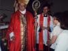1998 m. Vysk. Juozas Tunaitis teikia sutvirtinimo sakramentą
