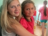 Viena iš vyriausių animatorių Basia su jauniausia dalyve Emilija
