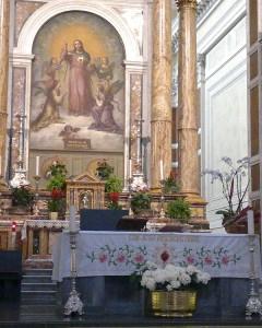 Pagrindinis altorius, kur aukojamos šv. Mišios už Švč. Jėzaus Širdies draugijos narius